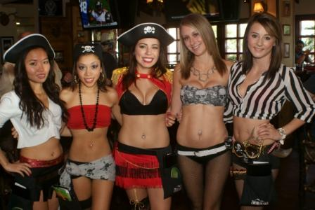 Women_with_pirates_costumes.jpg